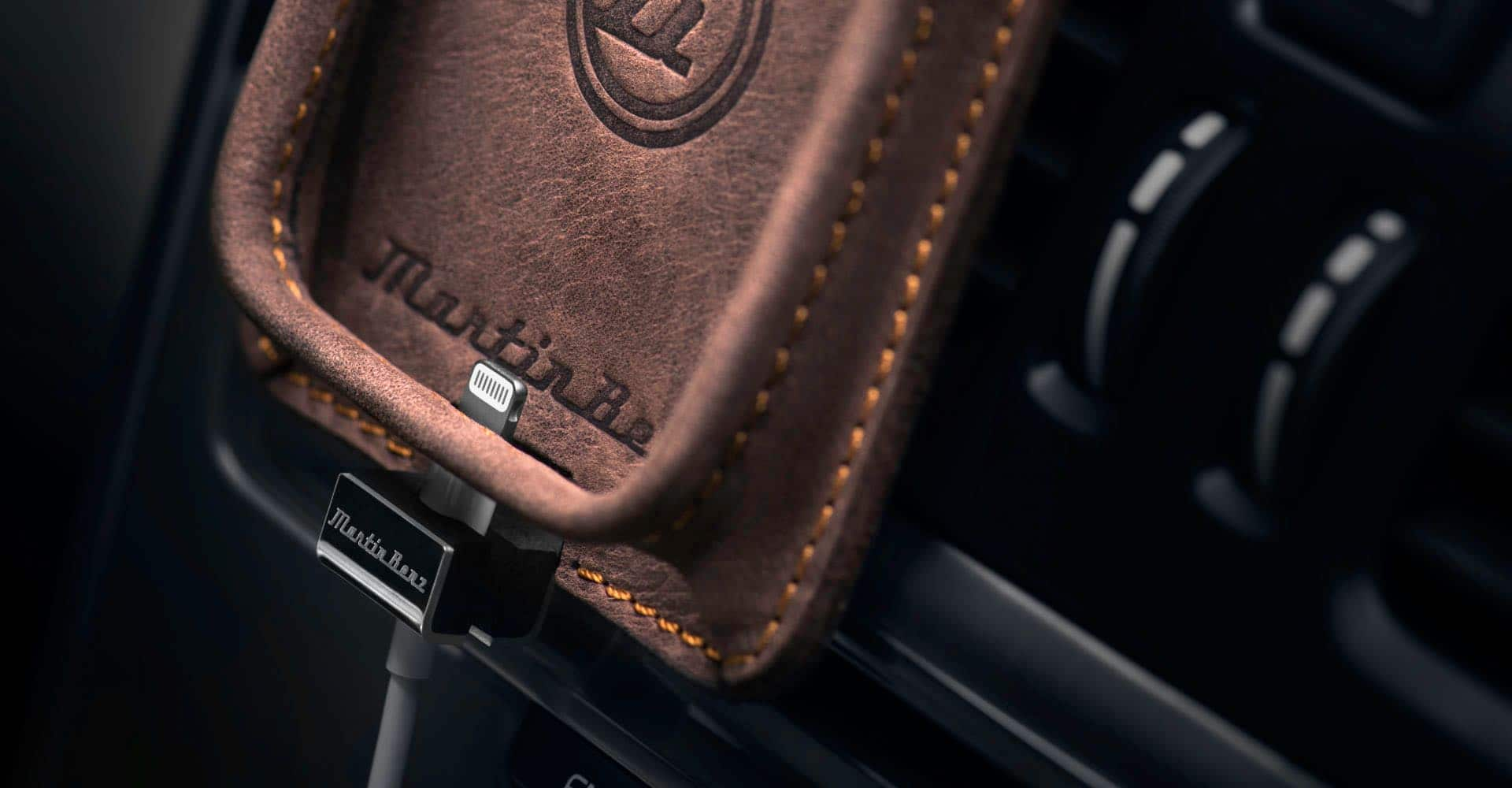 Berrolia premium car holder for iPhone