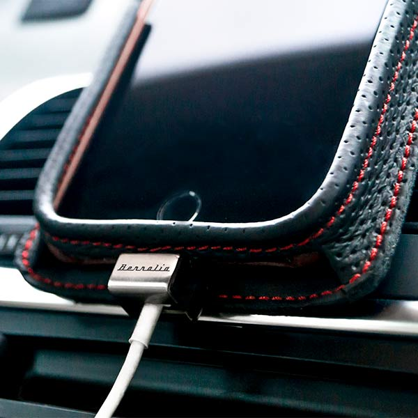 Premium car holder for iPhone Berrolia
