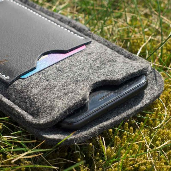 Slim pocket phone case